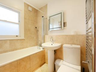 Modern 1 bedroom apartment with spacious outdoor area- Hammersmith