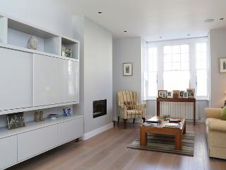 Luxuriant, bright and immaculately presented four bedroom family house in fabulous residential Fulham