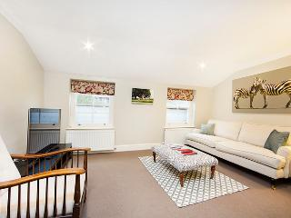2 bed apartment perfectly located on a highly sought after street in Pimlico, offering the splendid shopping and transport links of Victoria.