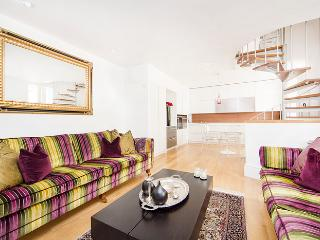 Ultra Modern 2 bed mews house minutes from Earls Court tube station.
