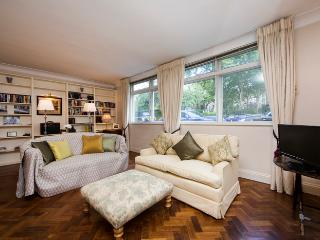 Superior three bed mews house located in fashionable South Kensington SW5