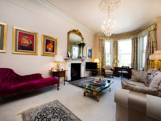 Super luxurious 4 bed family home with expansive rear private Garden - Notting Hill