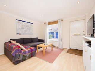 Charming mews property with spacious dining and living room in Notting Hill, Londres