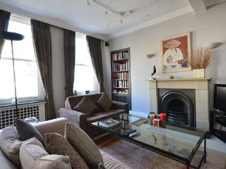 Chic and stylish 1 bedroom period apartment- Kensington