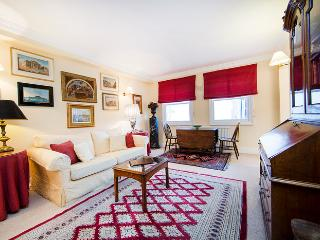 Quintessentially British 1 bedroom apartment perfectly situated very near Portobello market in the heart of famous Notting Hill, Londres