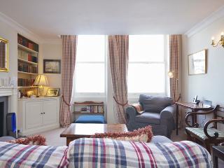 Delightful and cosy 2 bedroom apartment- Kensington