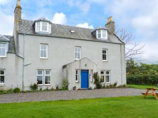THE WEST WING, garden, dog-friendly, WiFi, off road parking, near Grantown-on-Spey, Ref 927121