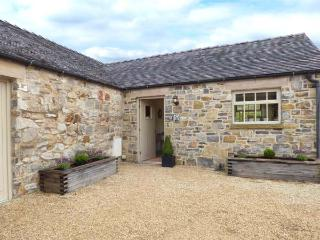 TISSINGTON FORD BARN, all ground floor barn conversion, en-suites, off road