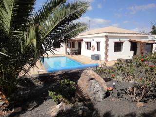 Luxury Villa in Lajares- Large heated pool Aircon