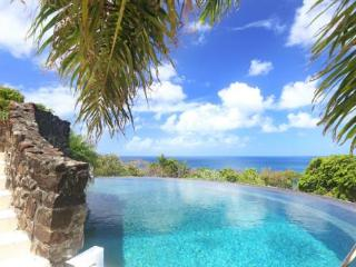 Morne Trulah - Ideal for Couples and Families, Beautiful Pool and Beach