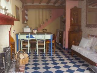 Terrinca - Casa tipica nel cuore delle Alpi Apuane, Stazzema
