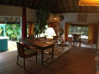 Bungalow polynesien SDB, toilette, cuisine prives, Maharepa