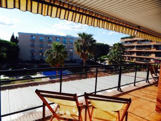 Salou (Atenea I) - Zona pueblo con parking.