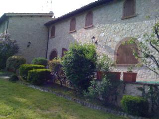 UMBRIA COUNTRY HOUSE, L'AIA DI ARMIDA. 2/12 PAX, Preci