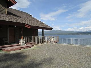 Lakefront Lower Level Flat on Payette Lake with Dock