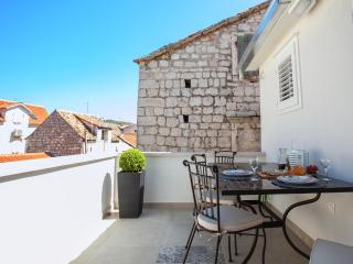 Hidden gem in the ❤ of Trogir with terrace(Ankica)