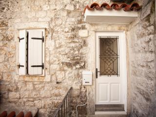 In the heart of Trogir lovely  apartment for 4