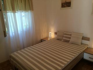 Apartment Mirko - 150m from the sea, Punta Skala