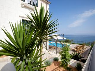 Apartments Villa Grlica - One Bedroom Apartment with Terrace and Sea View, Sutivan