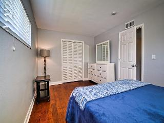 Sun Breeze  - Dunedin Unit 6 Newly Listed Sun Breeze - Waterfront 2 Bedroom with Beautifully Remodeled Bathroom on Dunedin Causeway.