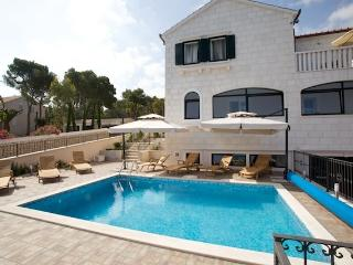 Apartments Villa Grlica - Comfort One Bedroom Apartment with Terrace and Garden, Sutivan