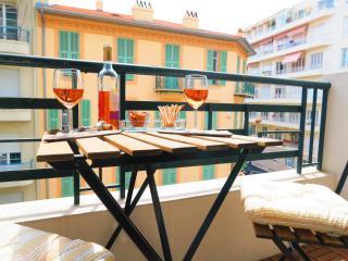 Ashley&Parker - VERDI - close to Victor Hugo, balcony, large 1 bed apartment, Niza