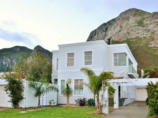 Supurb Newly Renovated House or 2 Seperate Apts, Hermanus