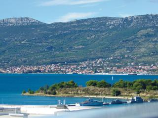 Sea View Belvedere Apartment with Private Parking, Split