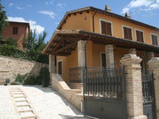 Antico Casale con piscina tra Foligno e Assisi