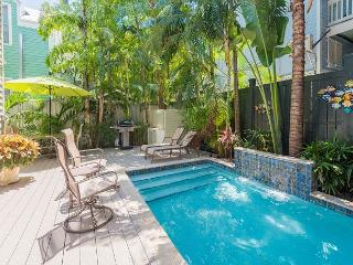 Old Town Escape - Perfect Monthly Rental - Pvt Pool - Half Block From Duval, Key West