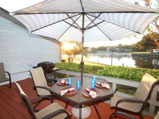 Fun Waterfront Condo - Pool, Golf, Fishing, Montgomery