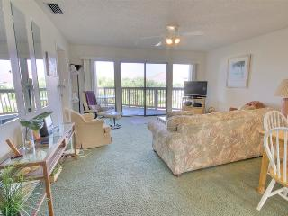 Hibiscus Resort - J302, Pool View, 2BR/2BTH, 3 Pools, Wifi, Saint Augustine