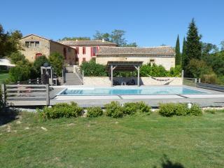 DOMAINE ANGUYALES Gîte avec piscine, Montmaur