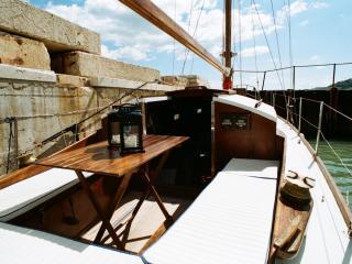Barca a vela classica in legno, Cattolica