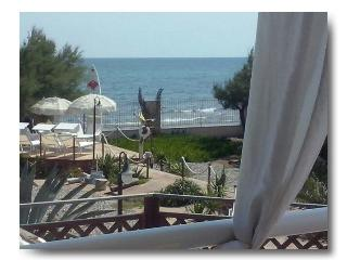 Waterfront2ndAdriaticSea cottages+privateGateBeach, Mola di Bari