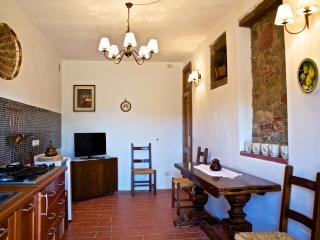 Eco Apartment in Tuscany App. FICO Lionforti