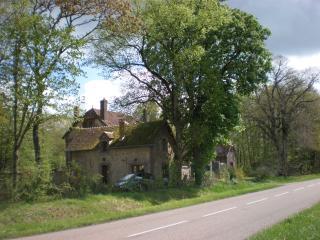 Gîte L'Ermitage (maison equipée), Saint-Julien-du-Sault