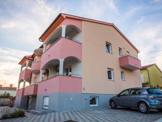 Apartment with Balcony (200m from beach), Fazana