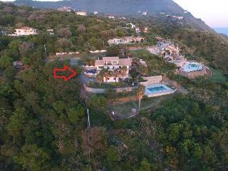 appartamento in villa con piscina vista mare