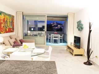 Exclusive 80sqm Marina Botafoch with free parking, Ibiza Town