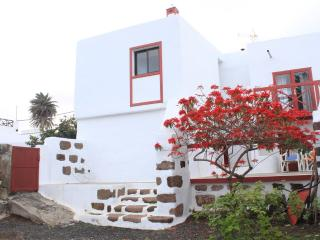 Casa Adelina. La casita de la familia en Haría, Haria