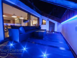 Apart Central: 4SZ FeWo mit privater Sauna und Billiardtisch, direkt am Schilift