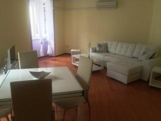Apartment RED - Comfortable for 5, Rijeka