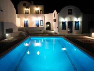 Santorini Traditional Suites LAVA Suite