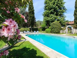 Charming and laid-back villa with private pool!, Lesa