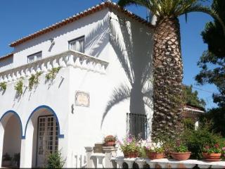 Sunny house in Caparica