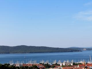 Modern apartment with beautiful seaview (5+2), Kastel Gomilica