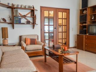 Cozy 2BD fully equipped apartment, Lisbon