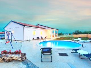 Spatious villa Lavanda with pool in Marčana Istria, Marcana