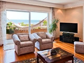 Luxurious Beachfront Penthouse: sea views, pool, Vila Nova de Gaia